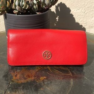 Tory Burch Orange Leather Wallet . 💓